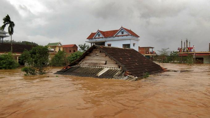 Cứu Trợ Lũ Lụt ở H 224 Tĩnh